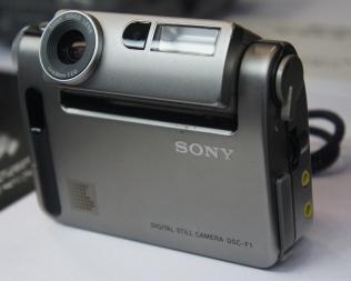 sony_cyber-shot_dsc-f1_cp2b_2011